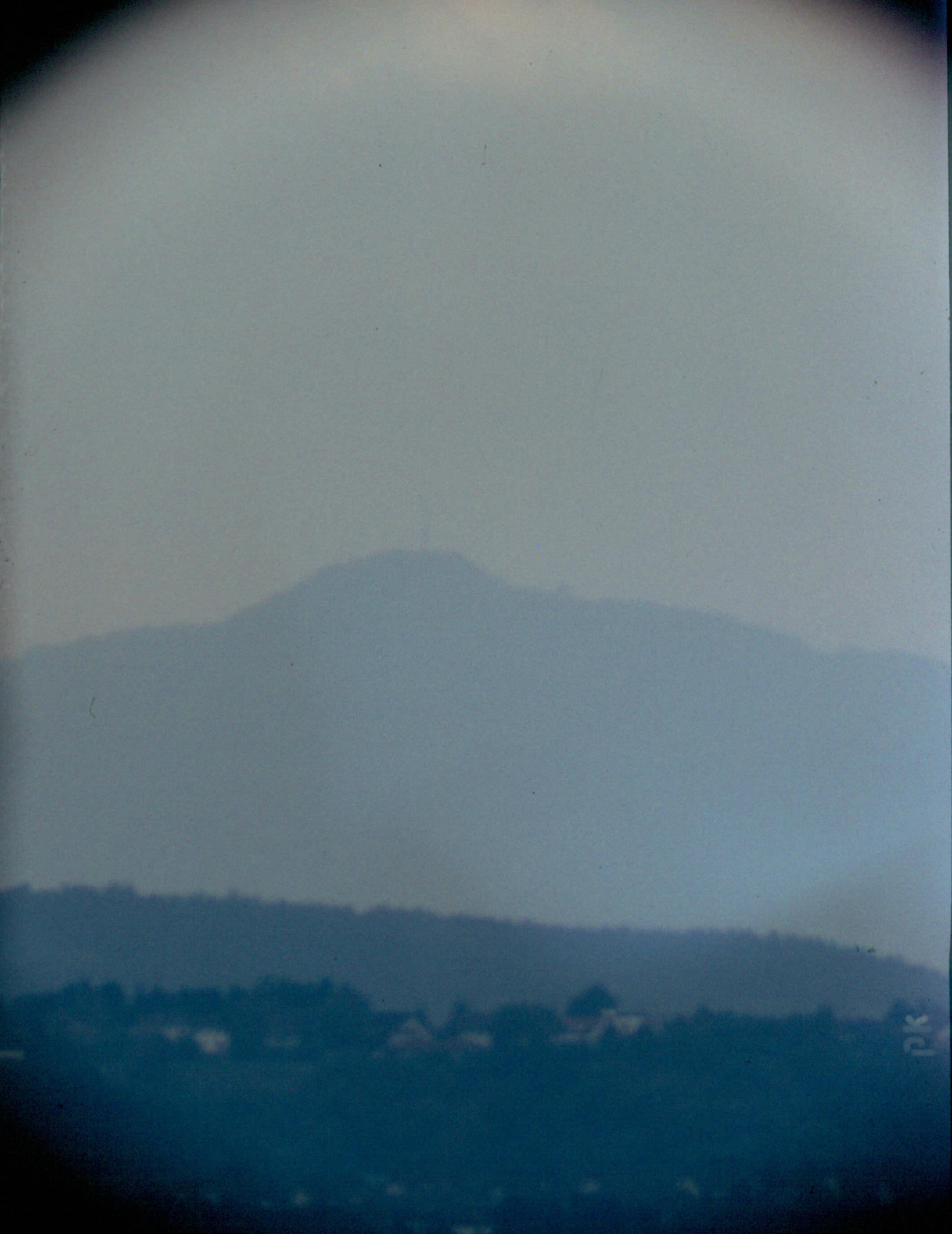 Blick nach Süden zum Ölberg im Siebengebirge (durch Teleskop)
