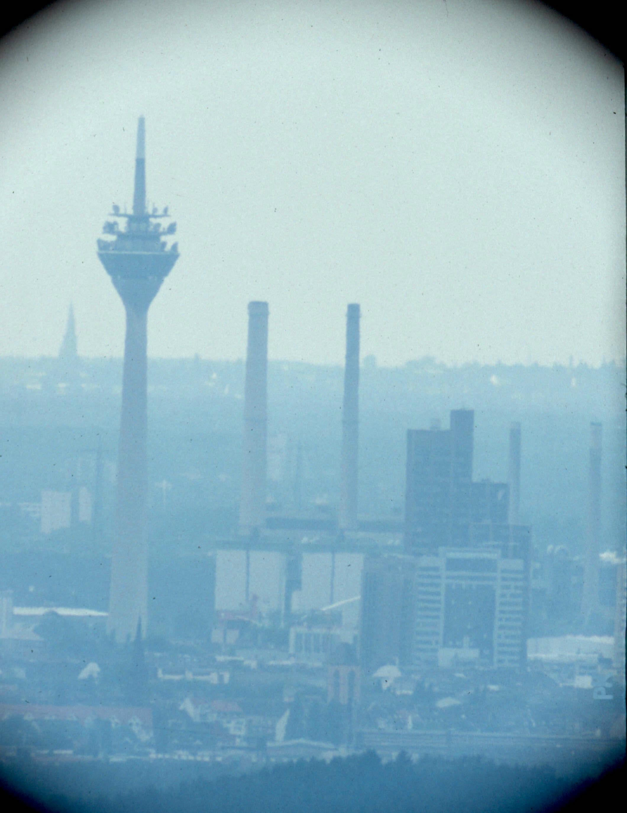 Blick nach Nordwesten nach Düsseldorf (durch Teleskop)