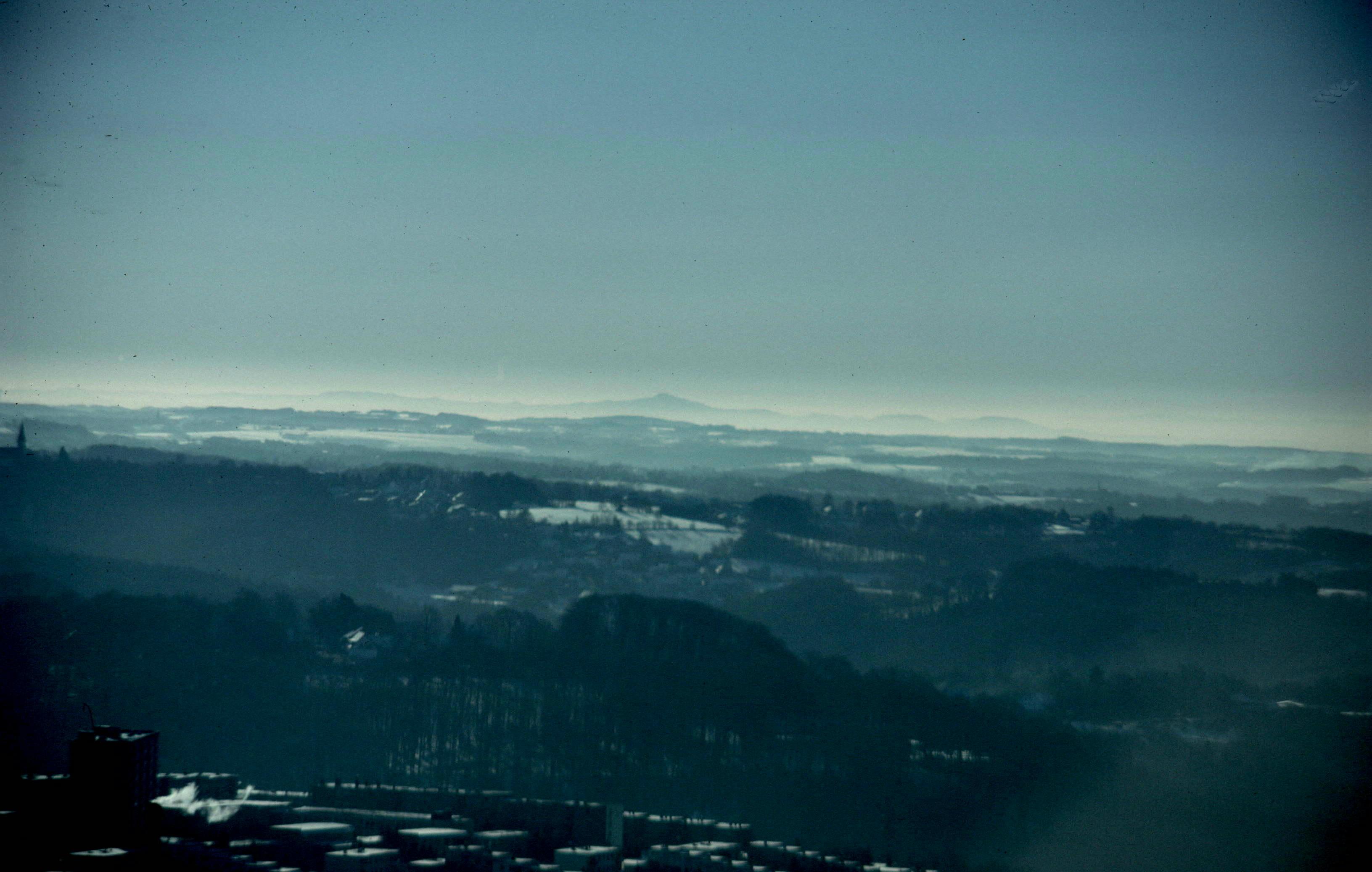 Blick nach Süden zum Siebengebirge im Winter (durch kleineres Teleskop)